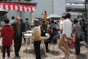 電鉄魚津駅前観光案内所来賓のかた、地元のかたのご出席により盛大にオープニングセレモニー
